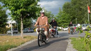 Lena Åkerman har varit med på flera träffar, med mopeden som en gång var hennes morfars.