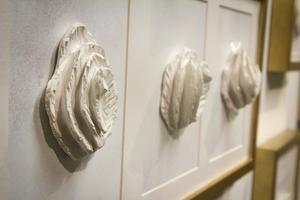 Bia Phimkan har döpt dessa konstverk till namn som