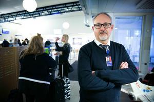 Stefan Carlsson, marknadschef AB Dalaflyget, tycker det är sorgligt att Göteborgslinjen läggs ner.