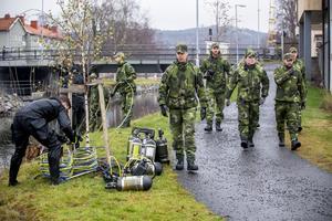 Totalt 55 man ur två olika krigsförband övar i Härnösand.