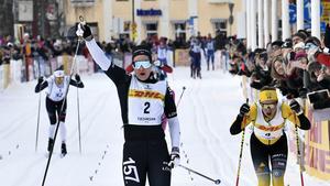 Britta Johansson Norgren (till vänster) vinner Tjejvasan strax före Lina Korsgren. Foto: Ulf Palm/TT