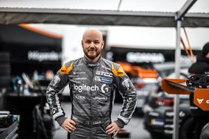 Efter många års skilt kan nu Daniel Haglöf fokusera enkom på uppgiften som förare. Foto:  Daniel Ahlgren
