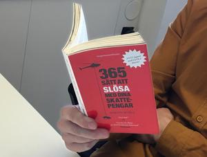 Boken 365 sätt att slösa med dina skattepengar är skriven av Martin Borgs.