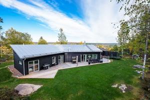 Denna villa på Dikarbacksvägen i Falu kommun toppar Klicktoppen för vecka 41, sett till de objekt från Dalarna som klickats mest på Hemnet. Foto: Mikael Tengnér