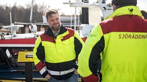 Stationschefen Tobias Andersson berättar om planerna.