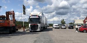 Foto: Privat       Bilar och lastbilar på Hammarhagsvägen..
