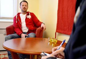 Anders Wiklund berättar att det varit en orolig natt för de anställda på SJ Service center i Ånge.