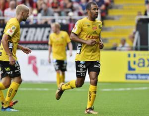 Foto: Robert Henriksson / TT. Tidigare ÖFK-profilen Alex Dyer är en av de allsvenska spelare vars kontrakt nu går ut.