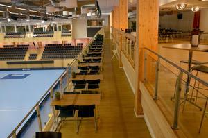 Här på balkongen kan 150 matgäster äta och kolla på matcher eller konserter.