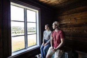 Molly Åkerstedt och Sebastian Latvala har haft sitt hus i cirka ett år.