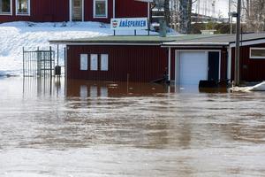Även Ånäsparken i Kovland har drabbats hårt av de höga vattenflödena.