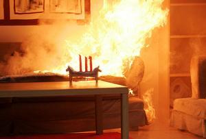 Inför första advent infaller brandvarnarens dag. MSB erbjuder nu sms för att vi ska komma i håg att testa den.  Foto: Fredrik Sandberg/TT