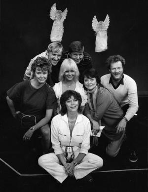 Örebroaren Birgitta Götestam jobbade många år i Stockholm, här tillsammans med Lill Lindfors, Anders Linder, Nils Brandt, Cilla Ingvar, Anna Sundqvist och Peter Flack på Intimteatern.