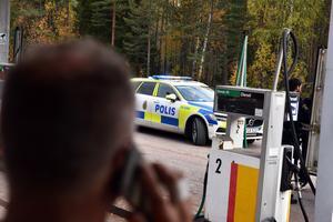 Till och med Joonas blev något förvånad när polisen dök upp från ingenstans och inspekterade en bil. Det händer grejer i finnmarken.