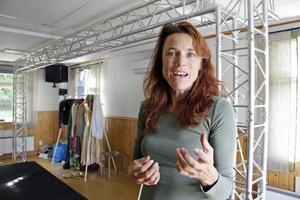Cecilia Kyllinge spelade nyligen huvudrollen i föreställningen om Lill-Babs, som hade premiär i just Granhammars bygdegård i september.