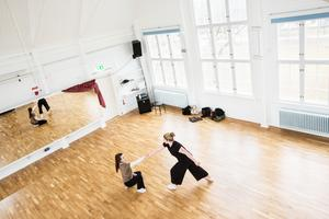 Gabriella Ek-Hällzon, Beatrice Mataika, dansare, Studiefrämjandets nya lokaler