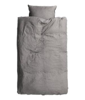 Påslakanset i tvättat linne från H&M Home, 699 kronor.