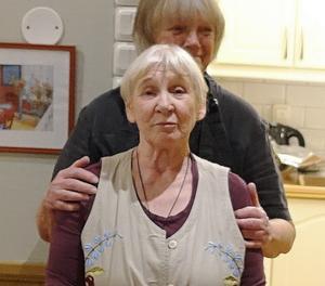 Yvonne Eriksson och Catrin Hindrikes basar för köket. Foto: Sune Back