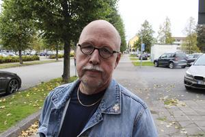 I slutändan blir det vi som kommer att gynnas av att S och M ska samarbeta, säger Benny Rosengren, partibas för Sverigedemokraterna.