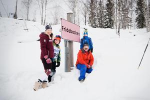 De tävlande slalomåkarna Otto Lindstedt, Norberg SLK, och Ronja Wester, Högby alpina SLK, fick äran att tillsammans med Frida Hansdotter och Robert Lindstedt, ordförande i Norberg SLK, inviga