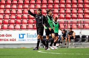 Denis Abdulahi (mitten) värvades till ÖSK samtidigt som Astrit Ajdarevic (vänster).