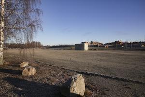 Nära Väsman, på grusplanen, kan det komma att byggas fyravåningshus med sammanlagt cirka 100 lägenheter.