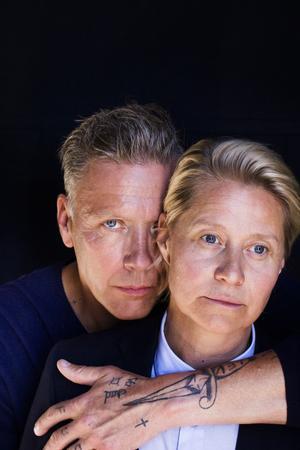 Foto: Nadja Hällström/Triart. Trine Dyrholm gestaltar Mikael Persbrandts gränslösa och aggressiva sida i
