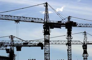 Det behövs fler bostäder i Sundsvall och byggkranar är högst välkomna.