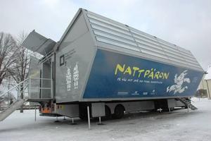 TURNÉBILEN. Den mobila utställningen Nattpäron står uppställd på Stora salutorget i Tierp under tre veckors tid.