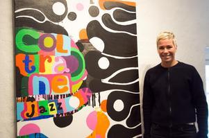 Kajsa-Tuva Werner beskriver sitt måleri som att hon ordnar och skapar balans i ett kaos. För att göra det måste hon arbeta helt intuitivt. Här med verket