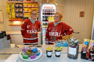 Systrarna Hanne Tuss och Line Broman stod i en av arenans kiosker.