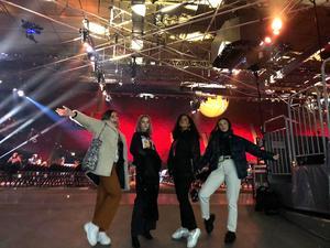 Det var nervöst innan Alva och de andra tre klev upp på scenen.