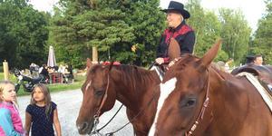 Journalisten och hästföretagaren Solveig Sigridsdotter Thörnblom anordnar ridläger för skrivsugna. Foto: Privat