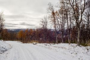 Mittåkläppsvägen bjuder på flera fina utsikter, här ner mot Ramundberget.