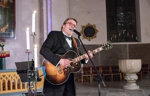 Joel Hallikainen sjöng finska klassiska julsånger.
