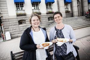 Agnes  Frank och Marianne Köhler hade som mål med marknaden att äta  langos.