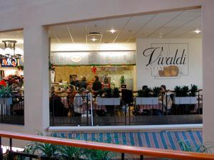 Restaurang Vivaldi på en bild år 2000. Vivaldi har överlevt de flesta andra restauranger i Västerås. Nu återuppstår den igen.