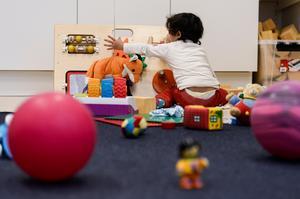 Många förskolebarn uppges må dåligt på grund av den högljudda och stimmiga miljön. Bild: Pontus Lundahl / TT