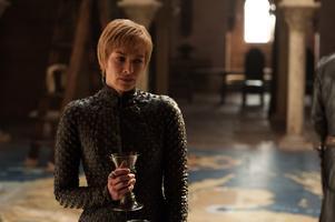 Lena Headey som Cersei Lannister. De kvinnliga skådespelerskorna har enbart 25 procent av seriens repliker. 75 procent av orden uttalas alltså av män. Foto: HBO via AP