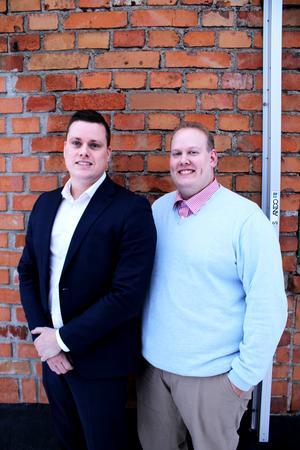 Michel Pettersson, 35 och Fredrik Björkell, 28 har startat Mälardalens Fastighetsförmedling och har kontor ovanpå Saluhallen på Slakterigatan i Västerås.