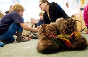 Bergs kommun, som numera är en samisk förvaltningskommun, har kommit i gång med den samiska undervisningen för grundskoleelever. En gång i veckan står sydsamiska på schemat för ett tiotal elever vid skolan i Åsarna.