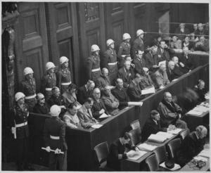 Tyska krigsförbrytare inför rätta efter andra världskriget under Nürnbergrättegångarna 1945-1946.