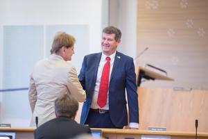 Det blev många avsked på måndagskvällen. Mats Siljebrand har varit ledamot i kommunfullmäktige sedan 1989, Michael Andersson sedan 2010.