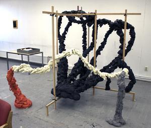 Dan Wids nya skulpturer präglas av deras organiska och rörliga uttryck.