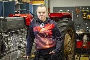Det fanns ingen tvekan hos Cecilia Johansson när hon sökte in till fordon- och transportprogrammet med inriktning transport. Att köra lastbil och få betalt för det lät som ett perfekt yrke tyckte hon.