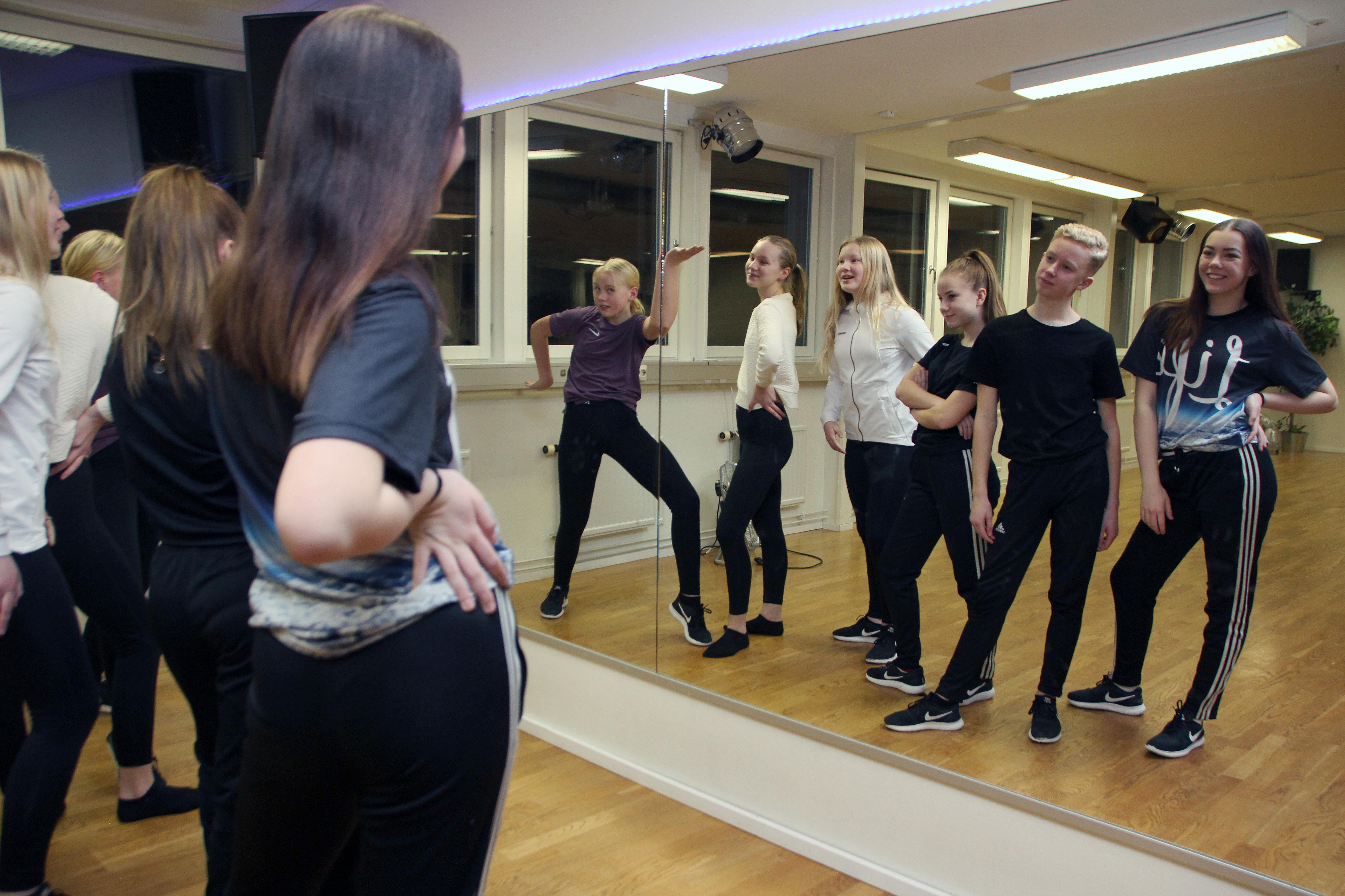 Kurbits-crew tränar i Sinclairs Daladanstudio i Norslund.