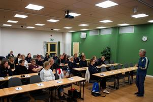 Närmare 30 intresserade ledare från Medelpad som är med i Female Fotball Coach kom för att lyssna på Pia Sundhage.