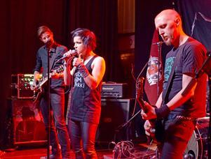Bandet bjöd in publiken att få sjunga sina egna favoritlåtar med Mimikry kompade av bandet.
