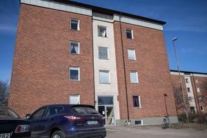 Två hyresgäster på Vintervägen 5 i Krylbo har påverkats av mögelspridning.