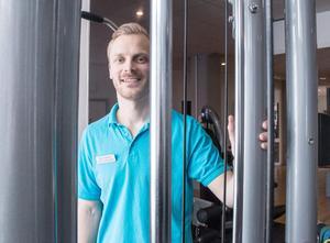 Måns Sjögreen arbetar som fysioterapeut på Fysiocity i Västerås och möter en hel del klienter med ryggsmärtor.